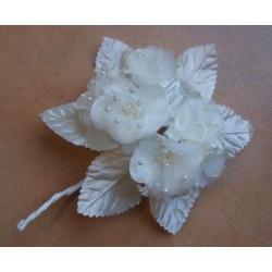 Blütenanstecker cremé